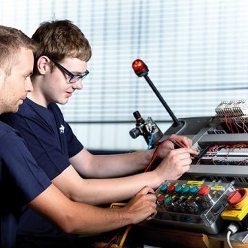 Photo Apprentices Praher Plastics Austria